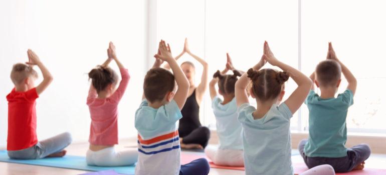 Cours de Yoga pour parents/enfants (2 à 6 ans) & enfants (6-10 ans) quartier St maurice Pellevoisin à Lille